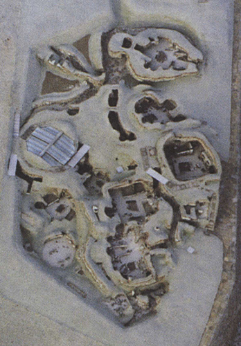 detail of Gunnie Moberg's SKara Brae aerial photograph, it mirrors the early drawn map.