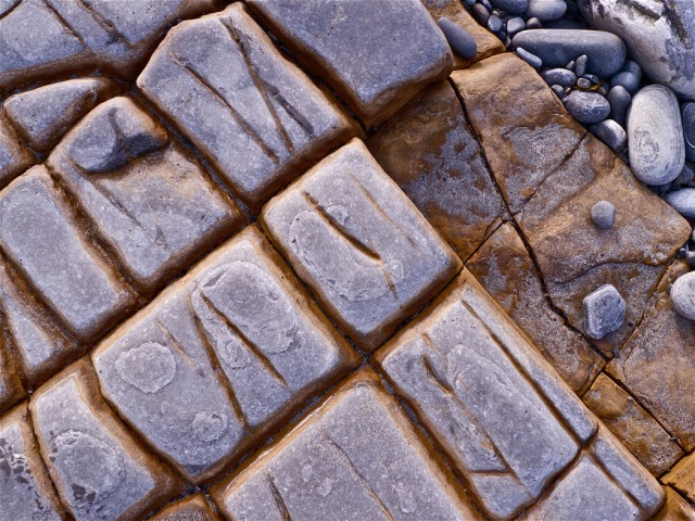 Beach stone segmenst into a grid of frosted flagstone